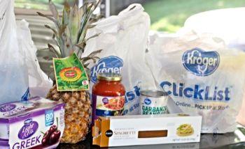 I supermercati in America offrono servizi di ritiro della spesa con postazioni e ritiro in auto