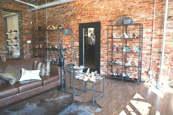 detailed look 7d858 22494 Apertura negozio di scarpe apre a New York